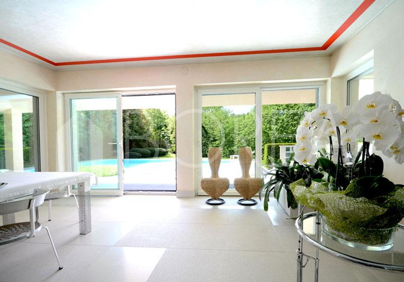 03_soggiorno_vista-piscina