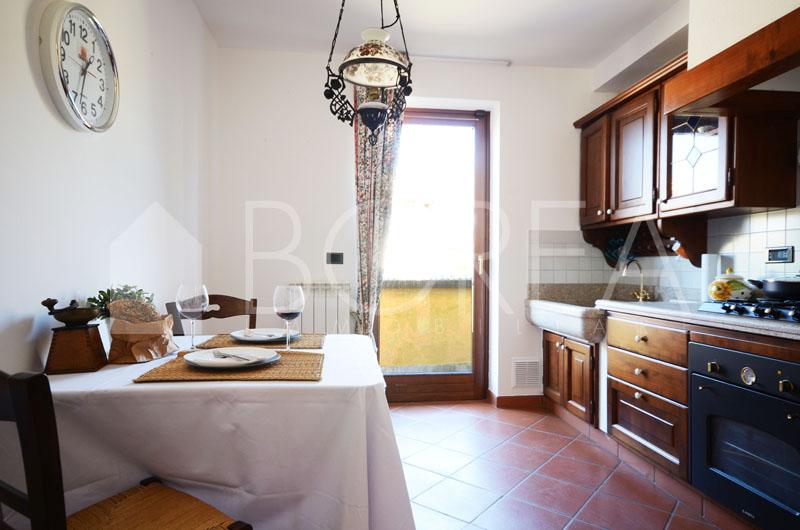 06_Duino_villetta_con_giardino_cucina