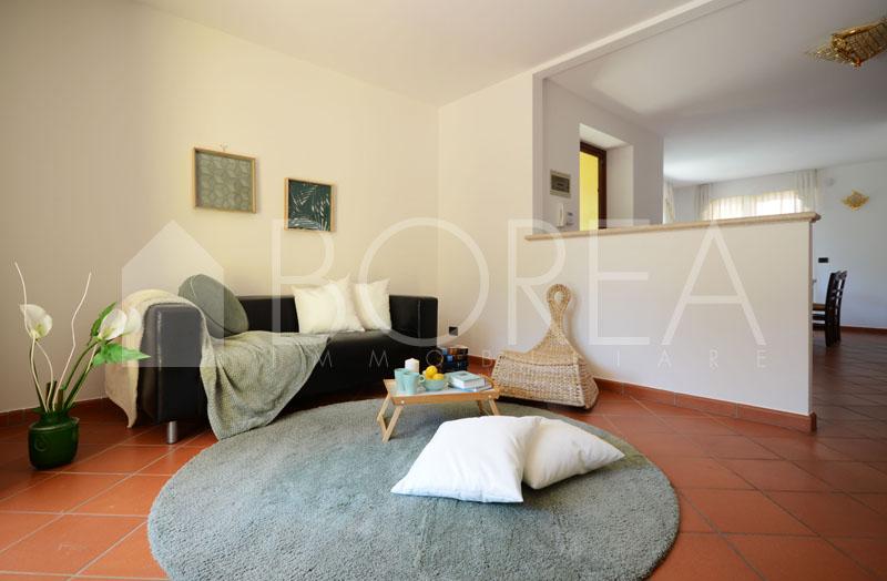 10_Duino_villetta_con_giardino_soggiorno3