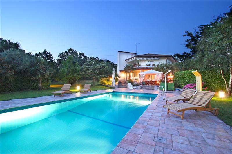 Villa con piscina a visogliano borea immobiliare - Villa con piscina milano ...