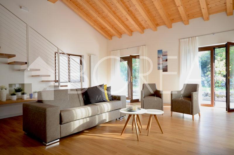 01_casa-con-giardino-primingresso-Duino-Aurisina-soggiorno