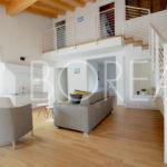 02-casa-con-giardino-primingresso-Duino-Aurisina-soggiorno