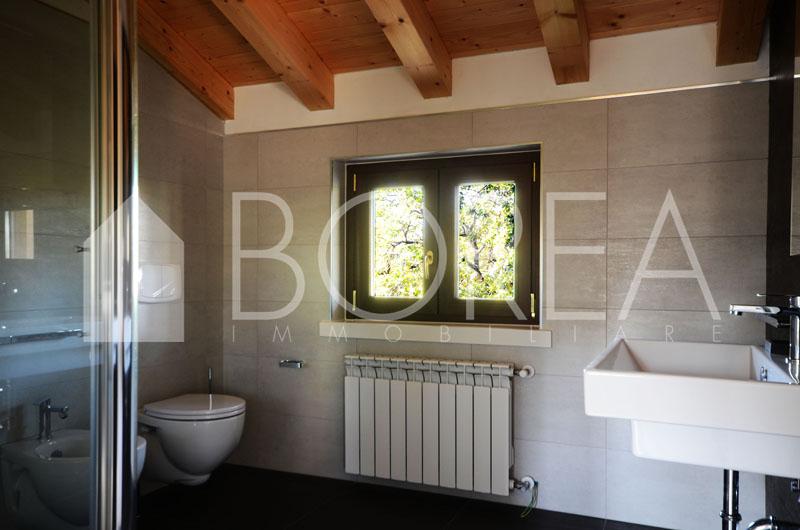 13-casa-con-giardino-primingresso-Duino-Aurisina-bagno-padronale
