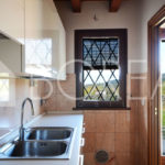 04_casa-con-giardino-vista-mare-cucina-duino-aurisina