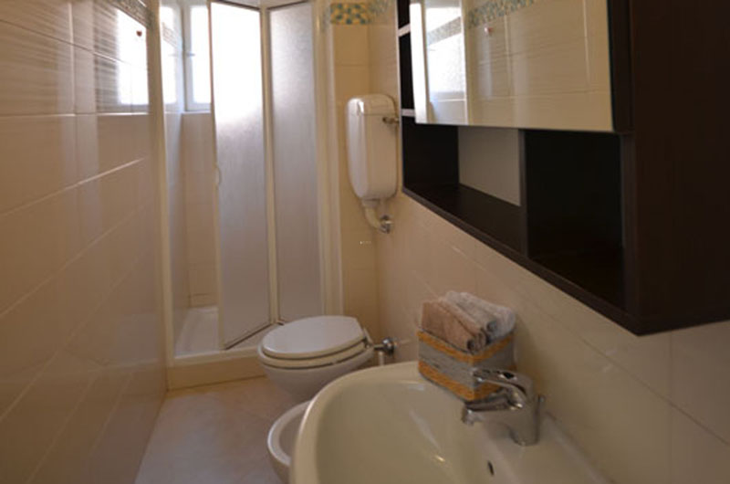 06_Duino affitto_bagno con doccia2