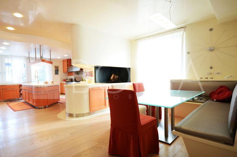04_cucina con tavolo