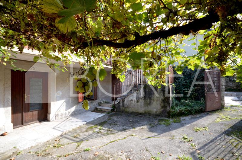 02_Duino Aurisina_casa_carsica_con_corte