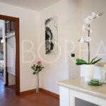05_Duino_villetta_con_giardino_atrio cucina