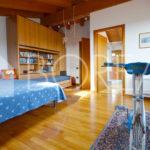 16_Duino-aurisina_casa_con_giardino_stanza_primo_piano