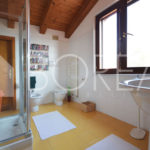 17_Duino-aurisina_casa_con_giardino_bagno_primo_piano