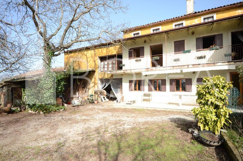 01_casa_carsica-in-pietra-con-corte-vista-mare