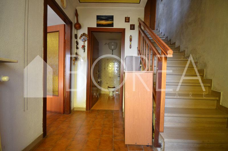 05_casa_carsica-in-pietra-con-corte-vista-mare