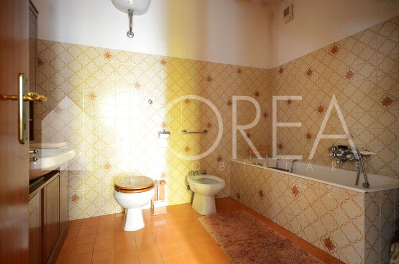 09_casa_carsica-in-pietra-con-corte-vista-mare