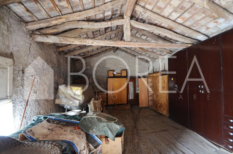 15_casa_carsica-in-pietra-con-corte-vista-mare