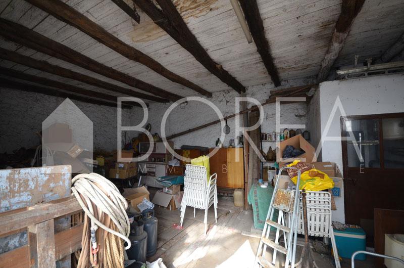 16_casa_carsica-in-pietra-con-corte-vista-mare