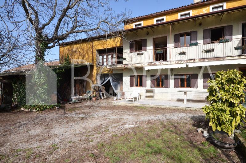 19_casa_carsica-in-pietra-con-corte-vista-mare