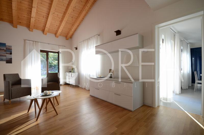 04-casa-con-giardino-primingresso-Duino-Aurisina-soggiorno-cucina