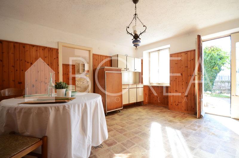 01_duino-aurisina-casa-carsica-in-vendita-con-giardino