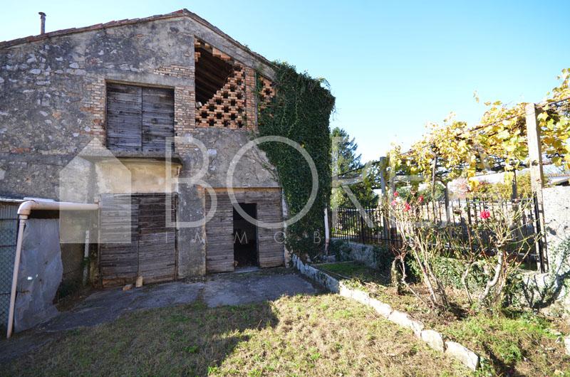 18_duino-aurisina-casa-carsica-in-vendita-con-giardino