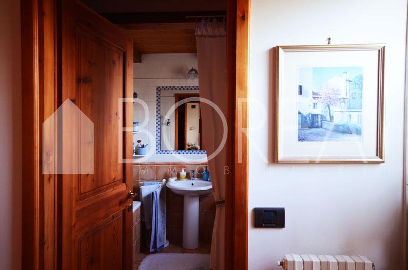 Duino_Aurisina_Trieste_villetta_con_giardino_atrio_bagno