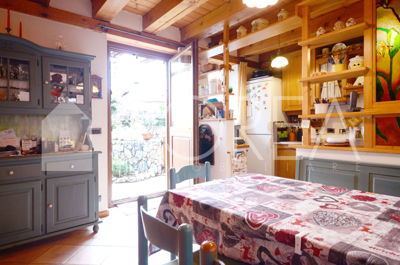 Duino_Aurisina_Trieste_villetta_con_giardino_cucina
