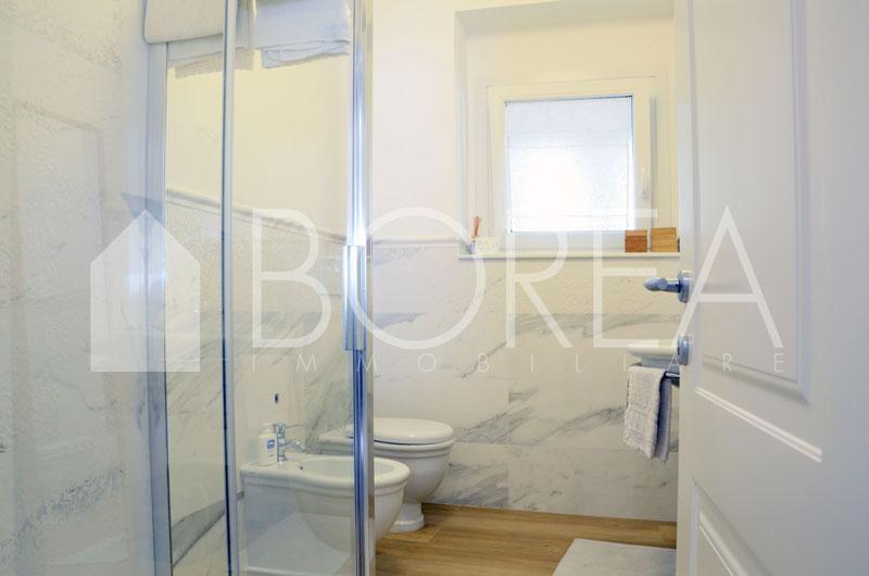 bagno appartamento-vista-mare-terrazza-costiera-trieste