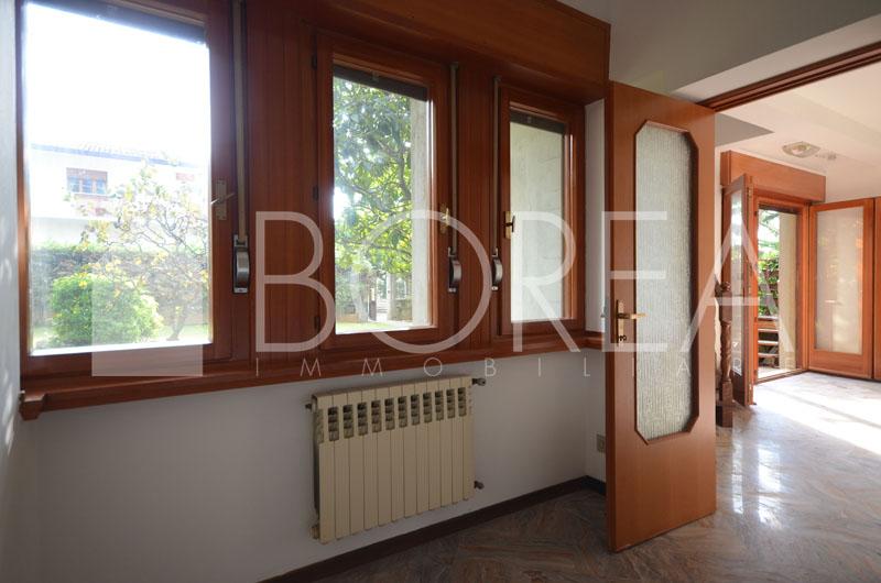 03_Duino_Aurisina_casa_con_giardino_in_vendita_stanza