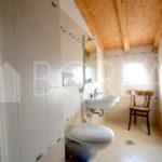 10_Duino Aurisina_casa carsica bagno primo piano