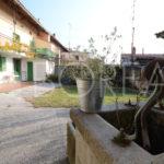 12_Duino Aurisina_casa carsica corte con pozzo