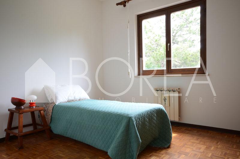 09_camera_casa con giardino_sistiana_centro_