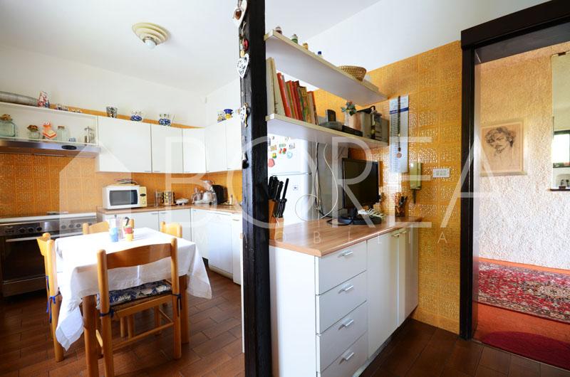 11_Duino_Aurisina_casa_con_giardino_cucina2