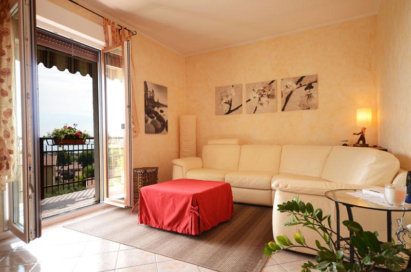 01_soggiorno-Sistiana-appartameto-con-terrazza-vista-mare