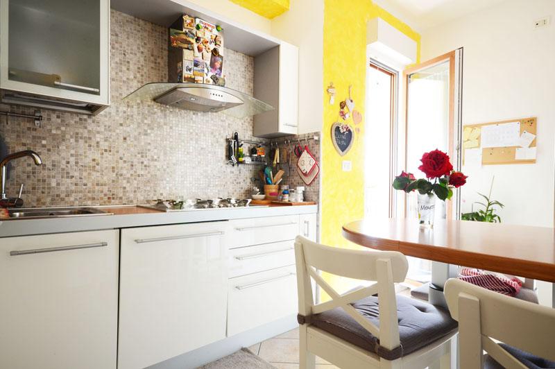 04_cucina 2-Sistiana-appartameto-con-terrazza-vista-mare
