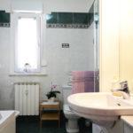 10_bagno-Sistiana-appartameto-con-terrazza-vista-mare