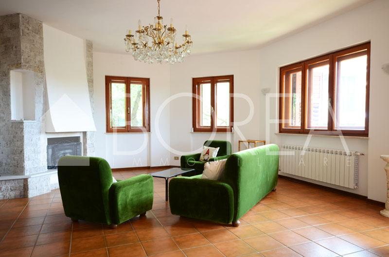 06_Duino_Aurisina_casa_con_giardino_area_caminetto