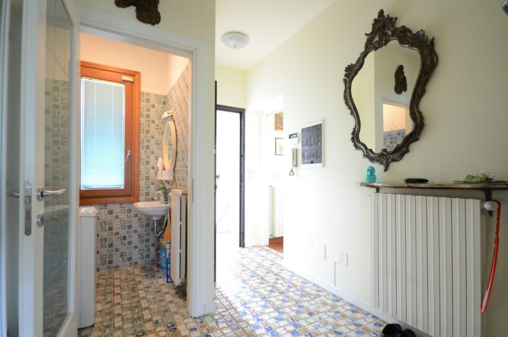 ingresso con bagno